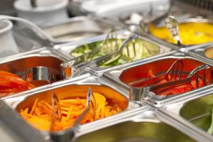 Salatbar Auswahl an Gemüse