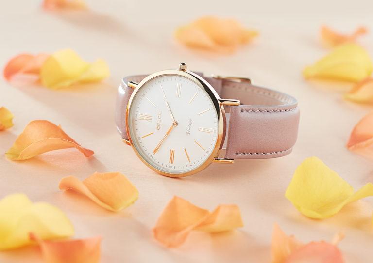 Werbeaufnahme Uhr Macro mit Rosenblättern
